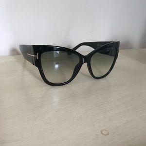 a985feeb812 Accessories - Tom Ford Anoushka Sunglasses TF 371 Black Smoke